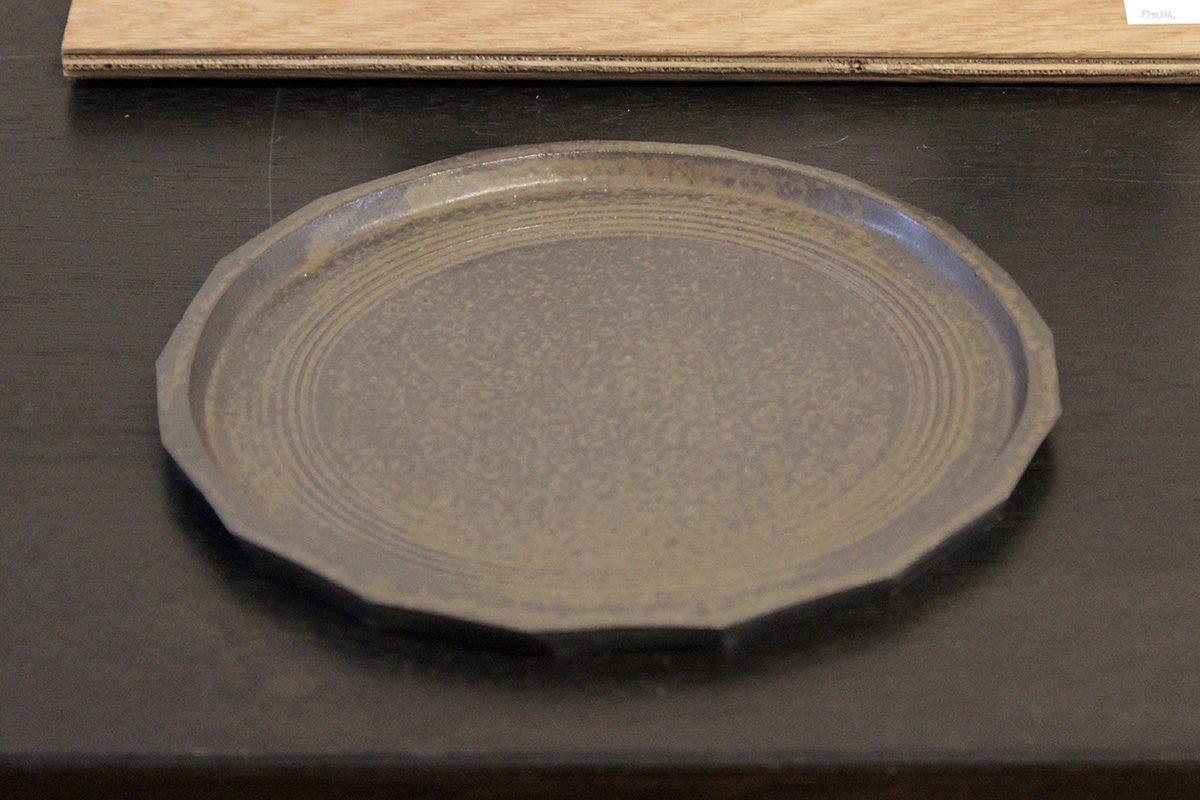 面取り灰釉皿