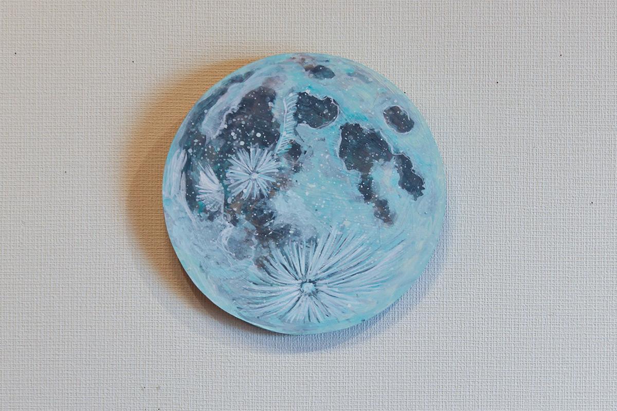 水をすくう月